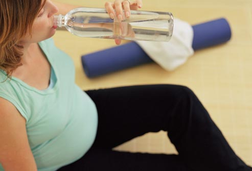 pregnant_woman_drinking_water