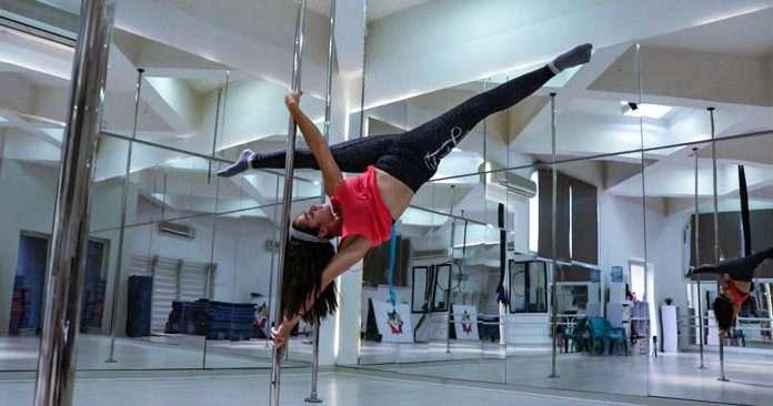 Alia Aziz Pole Dancing
