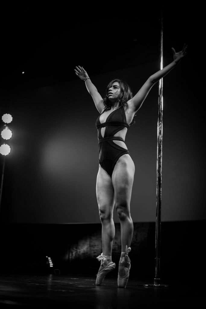 Laila Hisham - Pole Dance